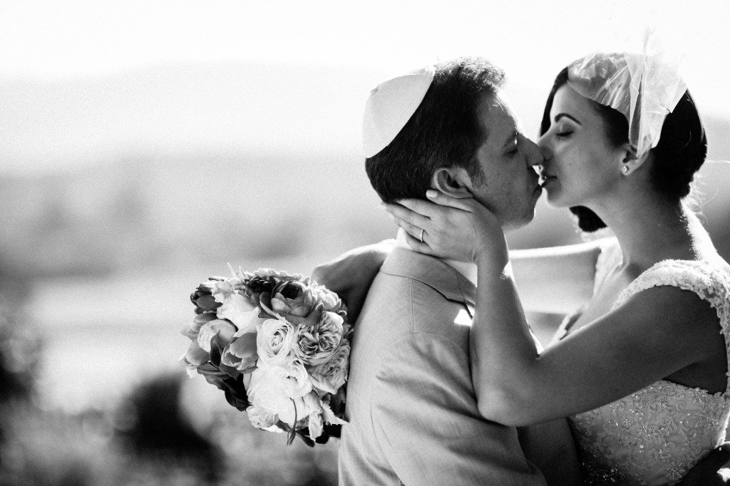 bride-groom-kissing-beltane-ranch-wedding-photography-misti-layne