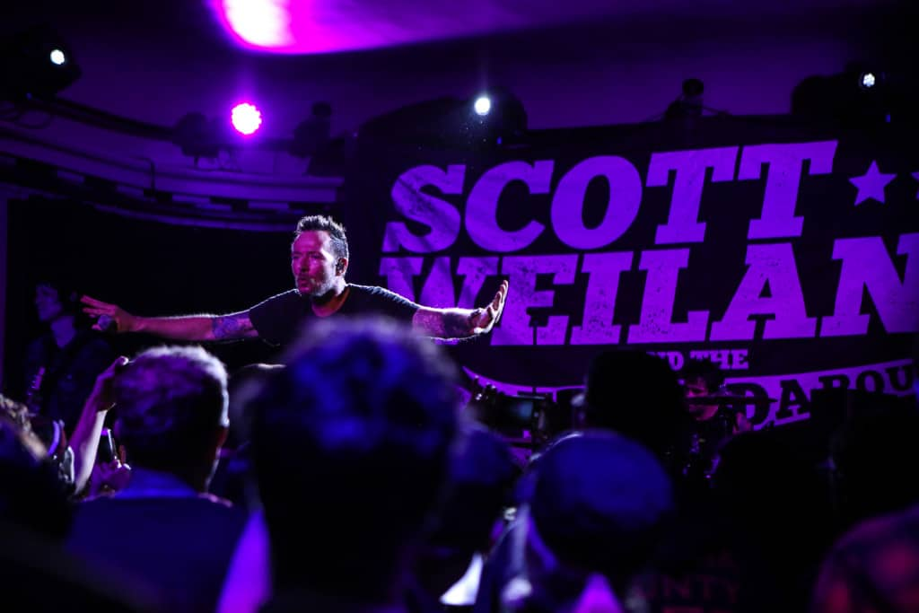 Scott-Weiland-Social-Hall-Misti-Layne_92